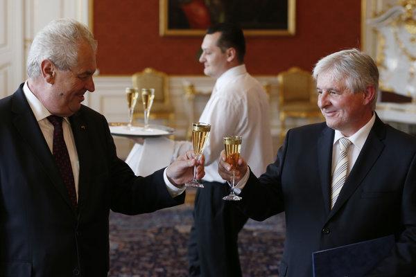 Expremiér Rusnok (vpravo) už si hanbu pri odpočutom rozhovore zažil.