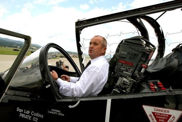 Minister Gajdoš v britskom lietadle.