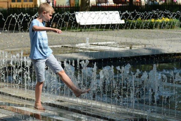 Najvyššia denná teplota v nedeľu vystúpi na 21 až 26 stupňov.