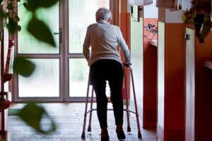 Obeťami podvodníkov sa stávajú zraniteľní seniori.