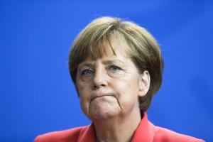 Angela Merkelová sa počas diskusie dostala do nepríjemnej situácie, keď sa jej podarilo rozplakať mladé palestínske dievča.