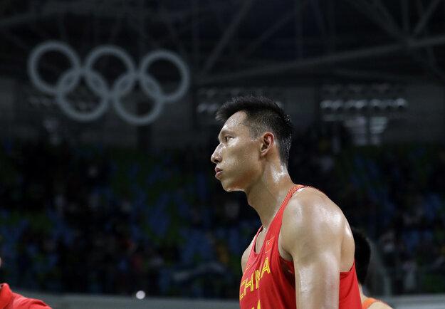 I ťien-lien je hviezdou svojej reprezentácie a zahral si aj na olympijských hrách. V NBA už pred niekoľkými rokmi pôsobil.
