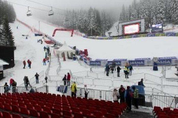 Na snímke cieľová časť pretekov sobotného obrovského slalomu a nedeľného slalomu Svetového pohára v alpskom lyžovaní žien v Jasnej.