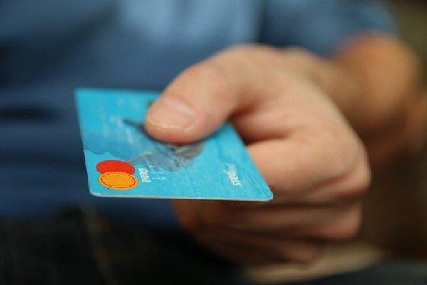 Polícia stále upozorňujem, aby si ľudia nenechávali kreditnú kartu spolu s papierikom s napísaným PIN kódom.