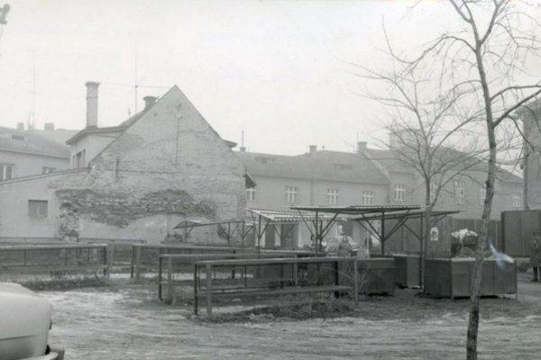 Pôvodná mestská tržnica za budovou Liptáčika.