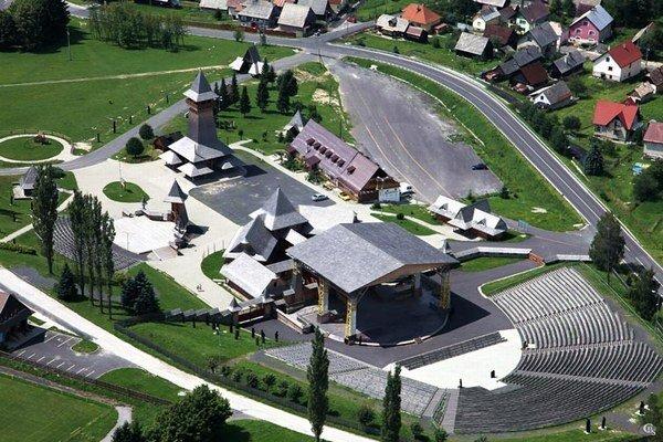 V amfiteátri sa konajú najväčšie folklórne slávnosti na Slovensku.