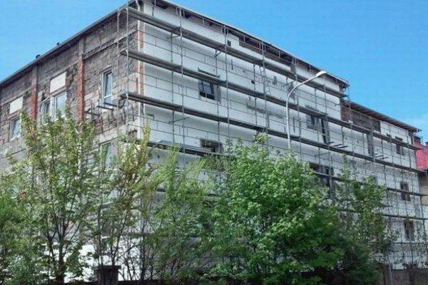 Budova na Revollučnej ulici bola niekoľko rokov opustená a bývali v nej bezdomovci.