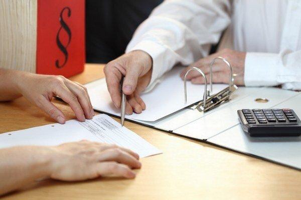 Radnica má vlastné právne oddelenie, napriek tomu platí aj externé právnické firmy.