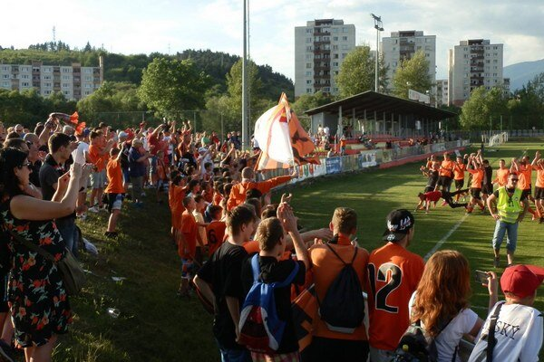 Hráči sa vrátili do najvyššej súťaže za podpory početnej skupiny ružomberských fanúšikov.