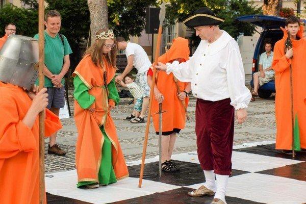 Živý šach bol tradične veľkou atrakciou pre účinkujúcich aj divákov.