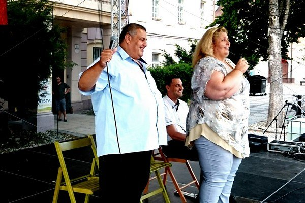 Zľava: Maroš Bango, manželka Alexandra, vzadu sedí Marek Gernát.