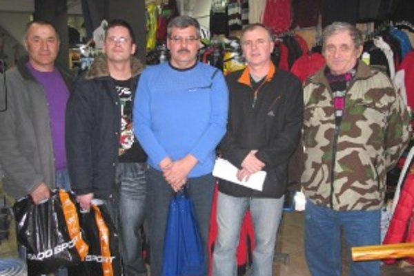 Najúspešnejší tipéri, zľava Ivan Herák (4. cena), Ivan Ďurčo (3. cena), Jozef Kaňa (2. cena), Milan Duchoň (1. cena) a Jozef Posvítil (5. cena).