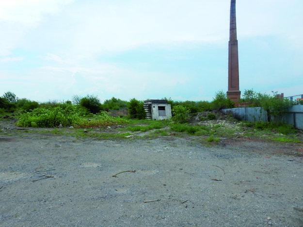 Súčasný stav mesto špatí. Na pozemkoch, ktoré firma vykúpila, je dnes odpad. Hyzdia okolie širšieho centra.