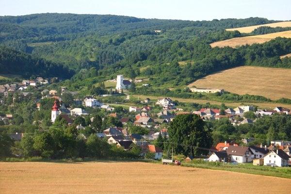 Radatice vznikli spojením dvoch obcí, Radačova a Meretíc.