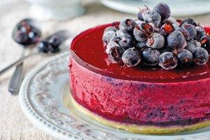 Nepečený tvarohový koláč s drobným ovocím