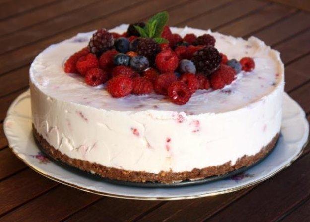 Smotanová torta s malinami