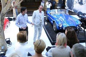 Shelby Cobra z roku 1962. Ide o úplne prvý z asi tisíckusovej série. Auto sa predalo v aukcii za 13,75 milióna dolárov a stalo sa tak najdrahším americkým autom v histórii.