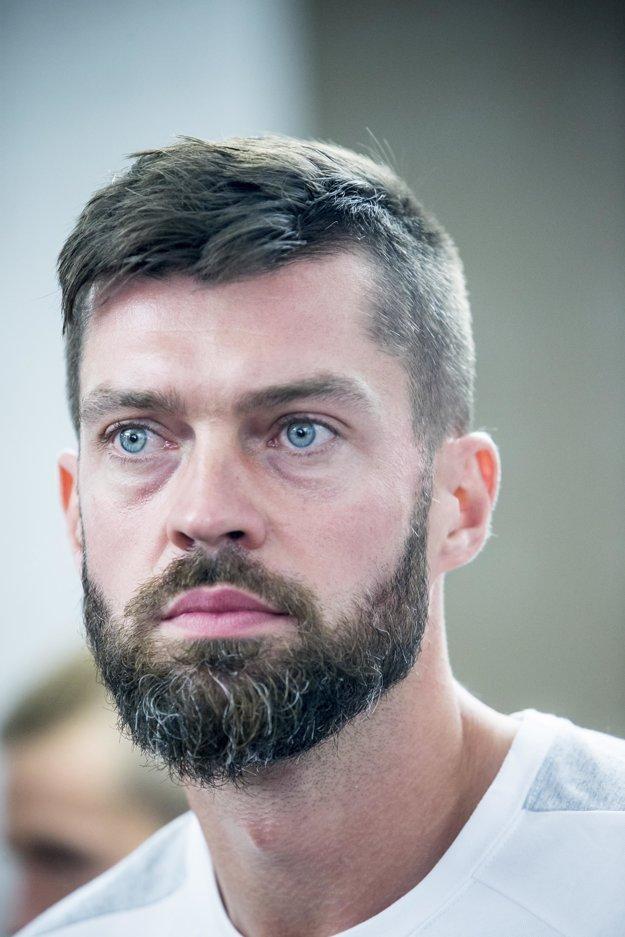 Aj na zraze slovenskej reprezentácie pred zápasom s Anglickom pôsobil Matúš Kozáčik typicky skromne.