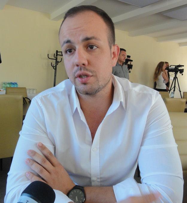 Ak by bolo v Nitre tisíc voľných jednoizbových bytov, minú sa okamžite, hovorí realitný maklér Matias Fest.