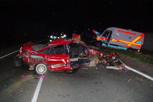 Na ceste druhej triedy medzi Skalicou a Holíčom došlo k tragickej dopravnej nehode medzi osobným autom Audi 80 a sanitkou Rýchlej zdravotníckej pomoci Sicar Rasic.