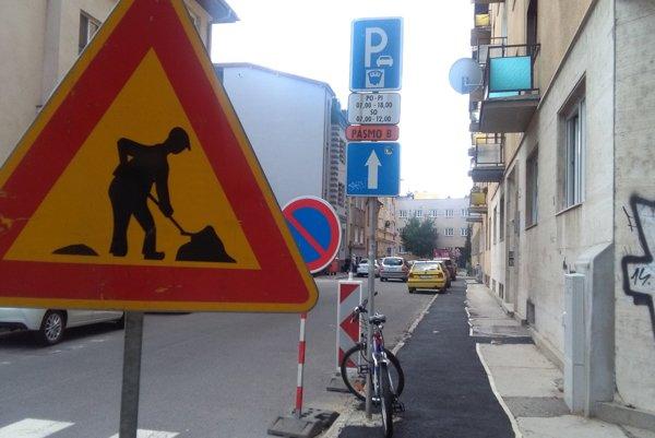 Kukučínová ulica v tesnej blízkosti Námestia Andreja Hlinku.