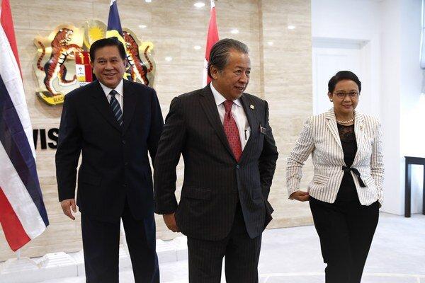 Tanasak Patimapragorn (vľavo).