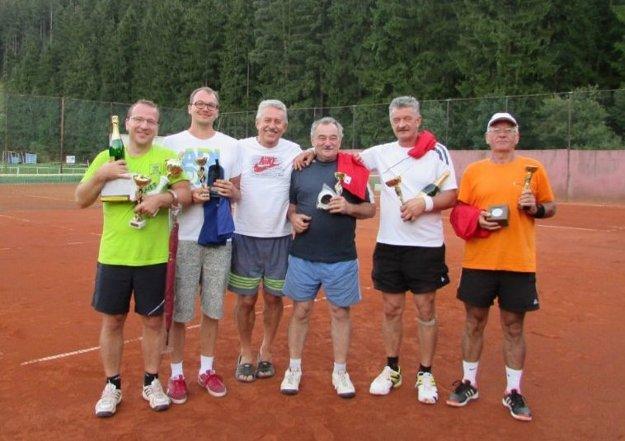 Účastníci tenisového turnaja.