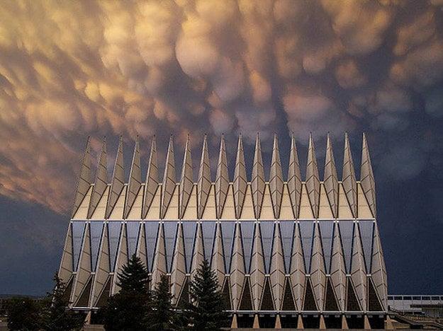 Kaplnka Akadémie vojenského letectva v Colorado Springs, USA.