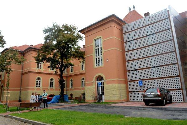 Univerzitné mestečko. Univerzita vytvára pre svojich študentov i vyučujúcich skvelé podmienky na vzdelanie v novootvorených priestoroch.