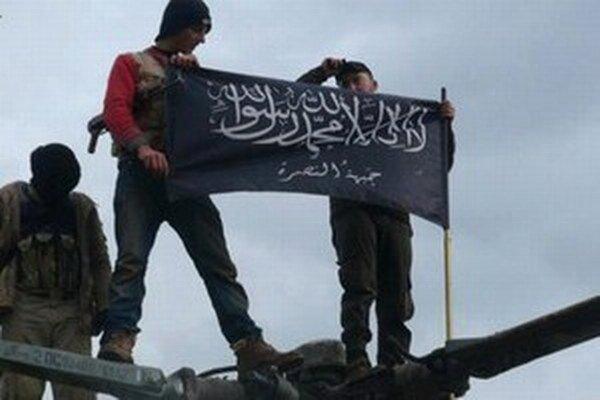 Obaja obžalovaní, ktorí žijú v Tirolsku, mali vlani v júni vycestovať do výcvikového tábora tejto organizácie v Sýrii.