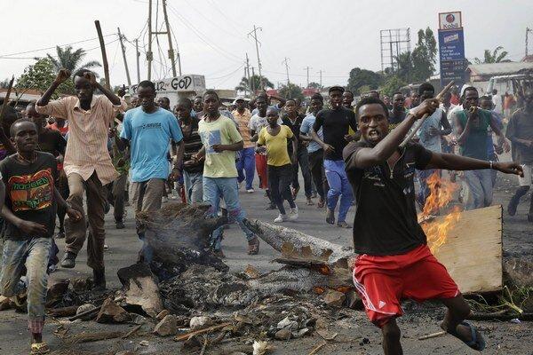 Demonštranti v hlavnom meste Bujumbura.