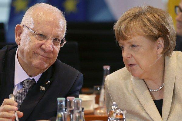 Reuven Rivlin (vľavo) a Angela Merkelová (vpravo).