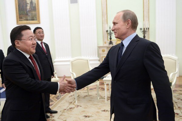 Vladimir Putin víta prezidenta Mongolska Tsakhiagiina Elbegdorja.