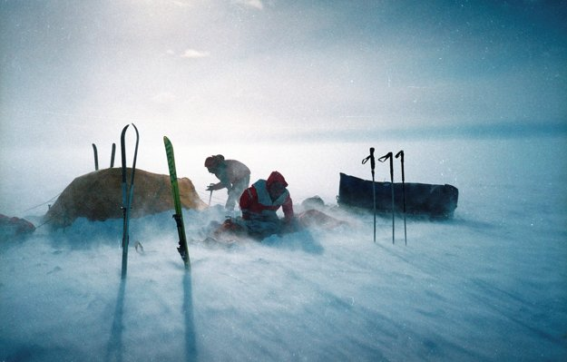 Prvý prechod Ellsworthovým pohorím. Z dokumentu Neznáma Antarktída (2007).