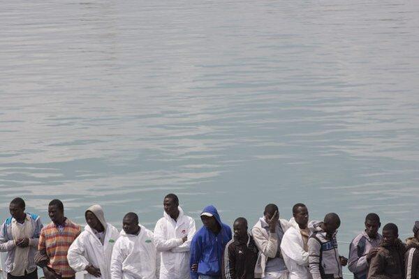 Utečencov previezli do talianskych prístavov počas viacerých záchranných operácií.