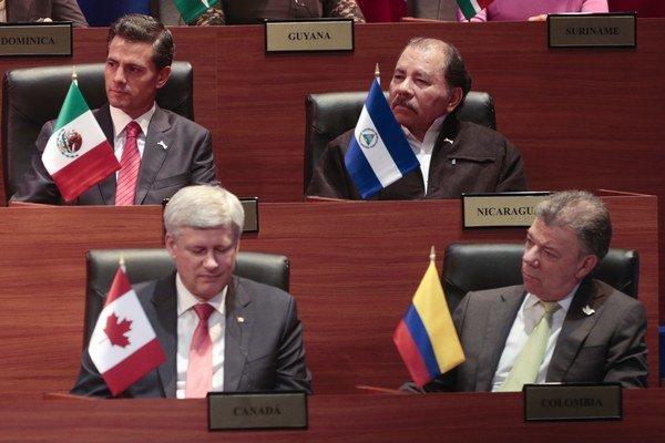 Nikaragujský prezident Daniel Ortega vpravo hore.