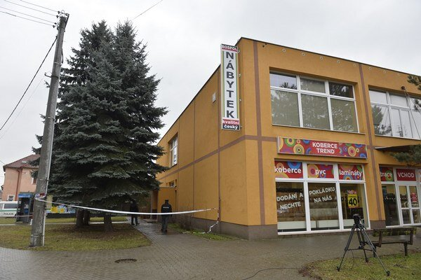 Na snímke budova, v ktorej sa nachádza reštaurácia Družba, kde muž zastrelil osem ľudí a seba.