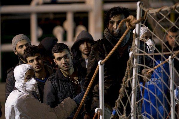 Ani najnovšie správy ďalších migrantov neodradili od toho, aby nastúpili do provizórnych plavidiel v snahe hľadať lepší život v Európe.