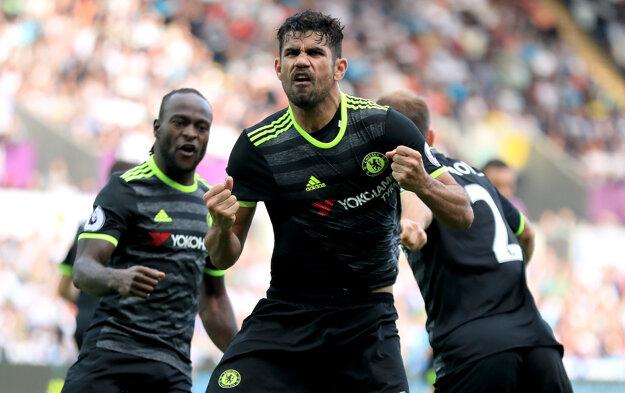Diego Costa (v popredí) strelil proti Swansea dva góly. Na výhru však nestačili.