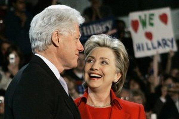 Clintonová by sa tak mohla stať prvým demokratickým kandidátom, ktorý oficiálne oznámi svoj úmysel kandidovať.