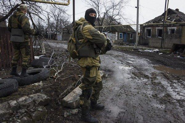Na Donbase sa usadili zahraniční bojovníci. Letisko v Donecku aj okolité dediny sú po bojoch zničené.