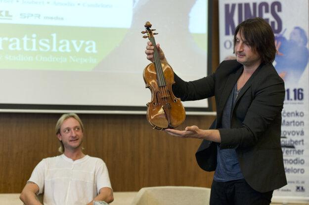 Maďarský hudobný skladateľ a huslista Edvin Marton priniesol aj husle Antonia Stradivariho z roku 1697.