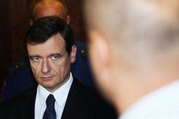 Súd sa prípadom Davida Ratha a údajnej organizátorky zmanipulovaných tendrov Lucii Novanskej bude zaoberať v máji.