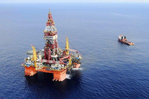 Čína začína v sporných vodách Juhočínskeho mora aj ťažiť.