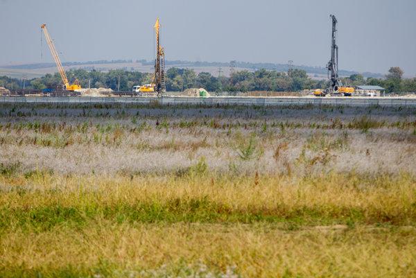 Výstavba priemyselného parku neďaleko Nitry.