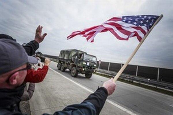 Americkú armádu vítali nadšené davy.