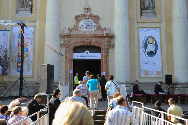 Dnes sa koná aj národná púť k Bazilike Sedembolestnej Panny Márie v Šaštíne.