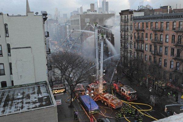 Výbuch a následný požiar spôsobili zrútenie celkom troch budov.