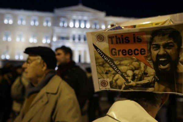 Gréci považujú úspory za nespravodlivé a pravidelne proti nim protestujú.