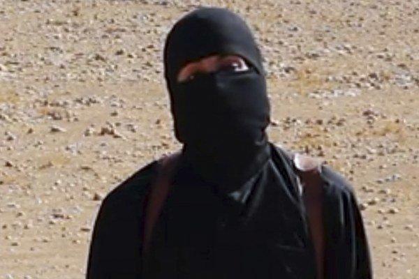 Džihádista John, ktorý vo videách brutálne popravoval rukojemníkov. V skutočnosti ide o britského občana kuvajtského pôvodu Mohammeda Emwaziho.
